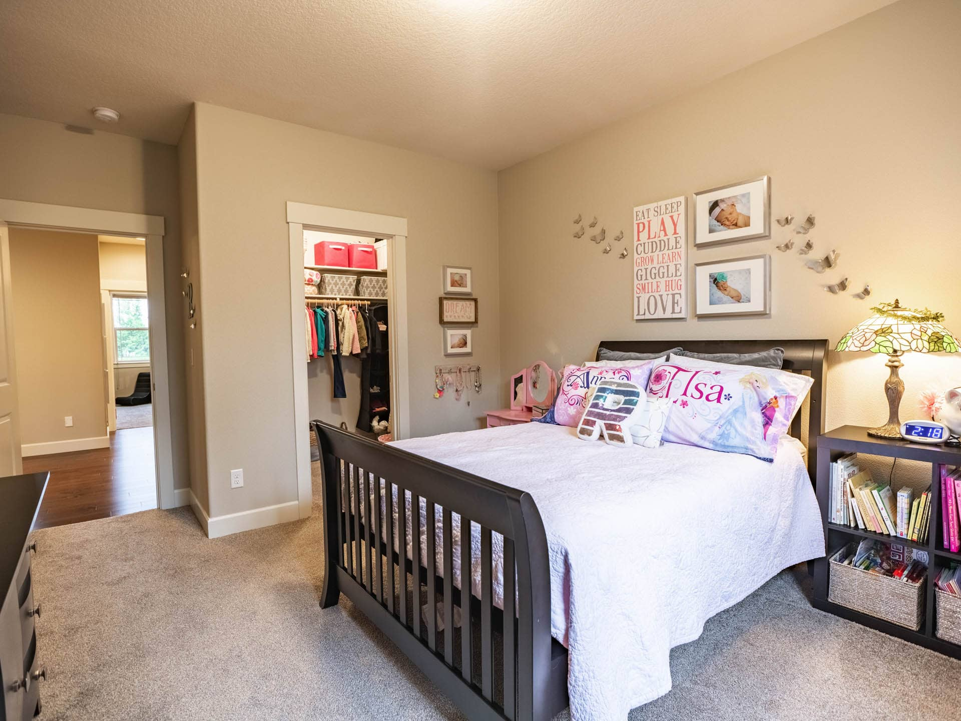 kids room staged to sell
